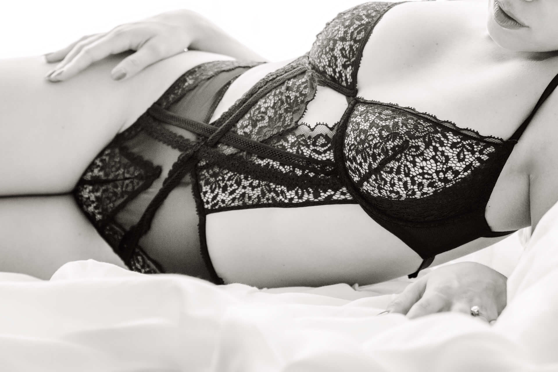 Toronto boudoir photography studio professional body positive bridal boudoir plus size
