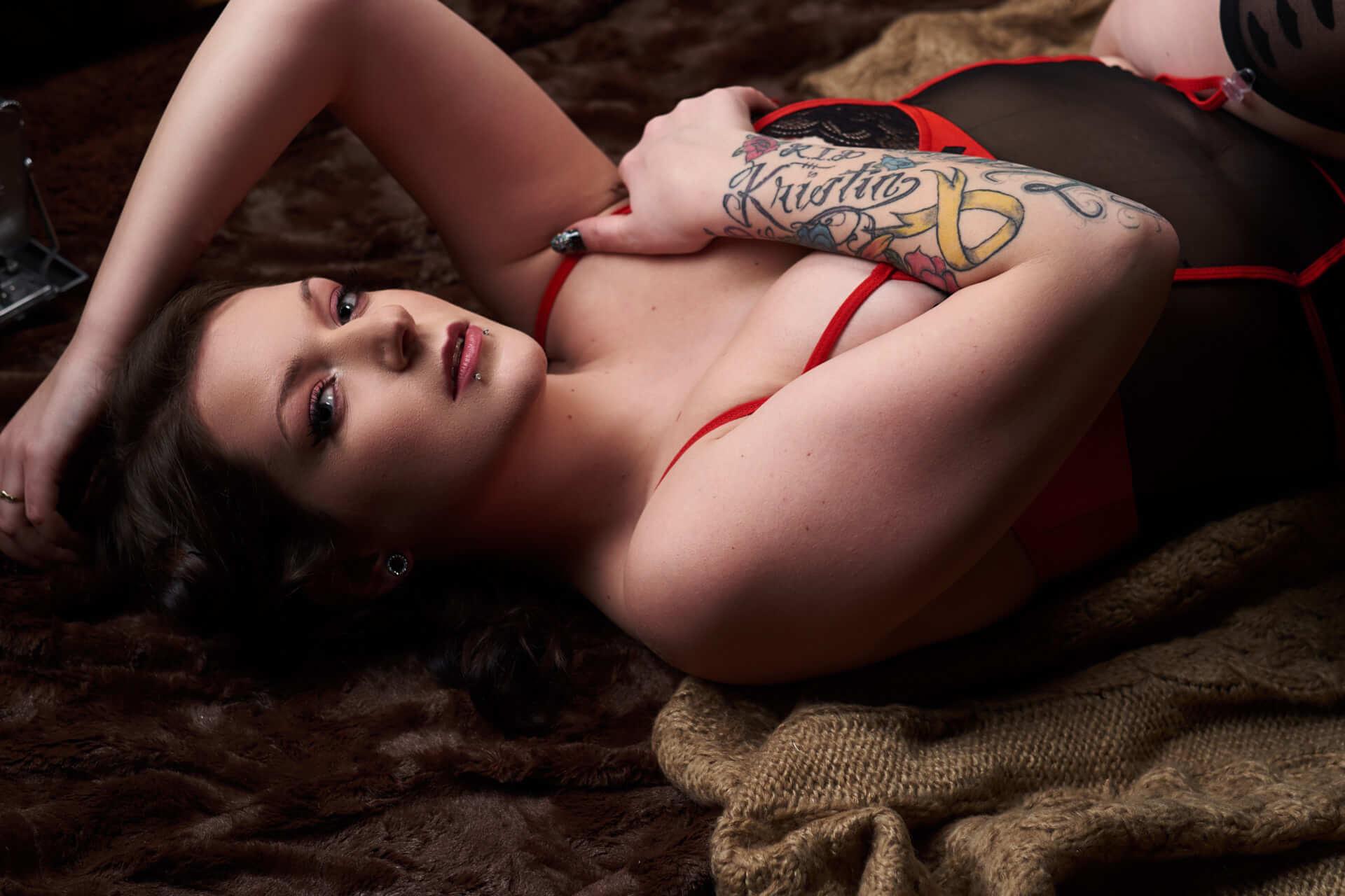 toronto boudoir. intimate portrait photography sensual bedroom photo luxury sexy