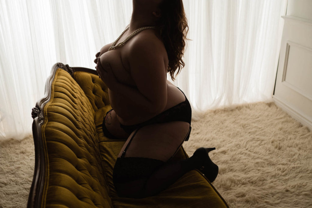 Toronto boudoir photography couples women men escort courtesan sexy lingerie