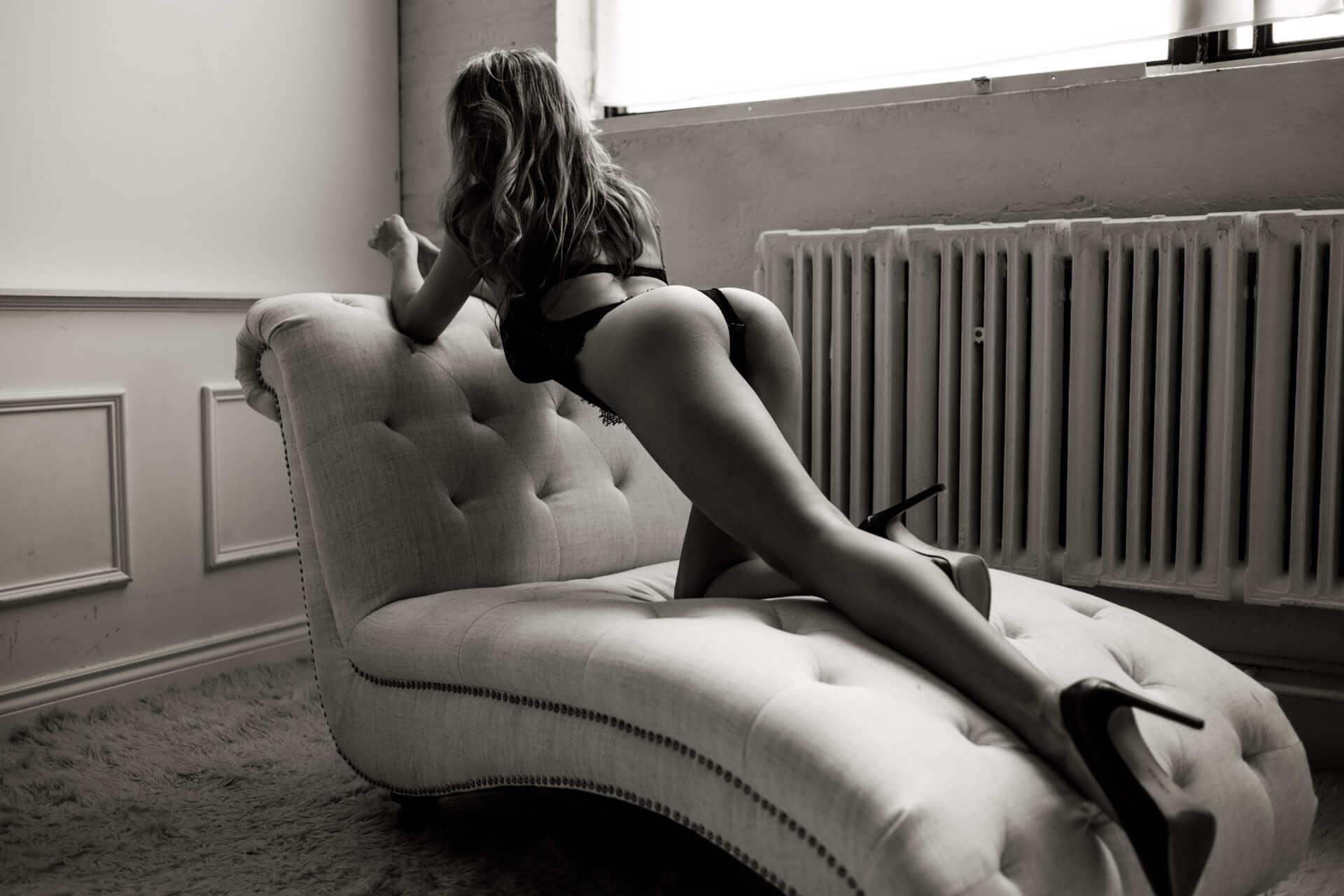 Toronto boudoir photographer professional photography studio sexy photography sensual images