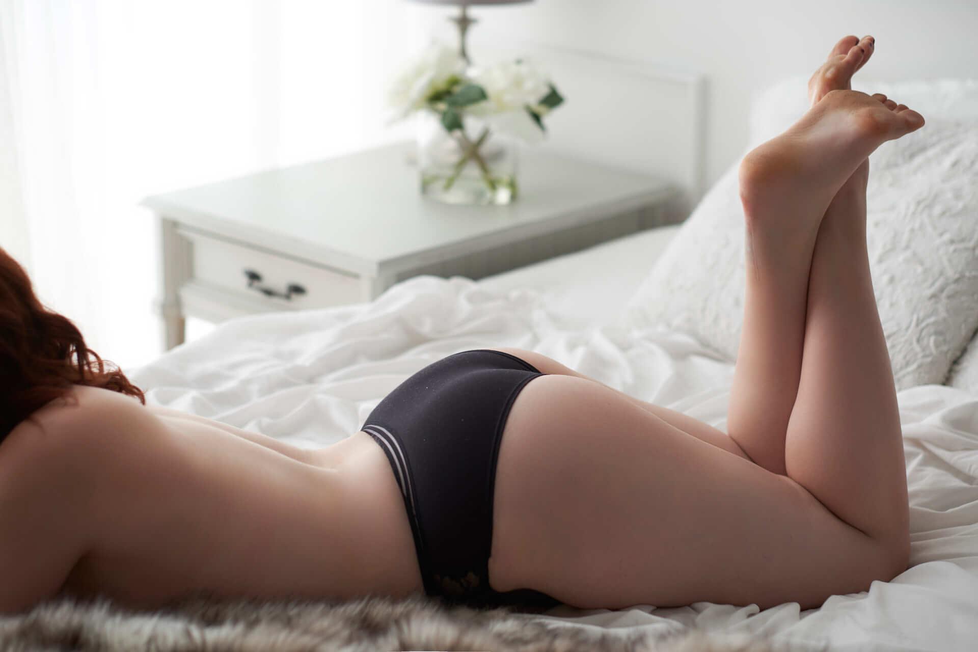 Toronto boudoir photography studio empowerment sexy bedroom pictures lingerie photographer
