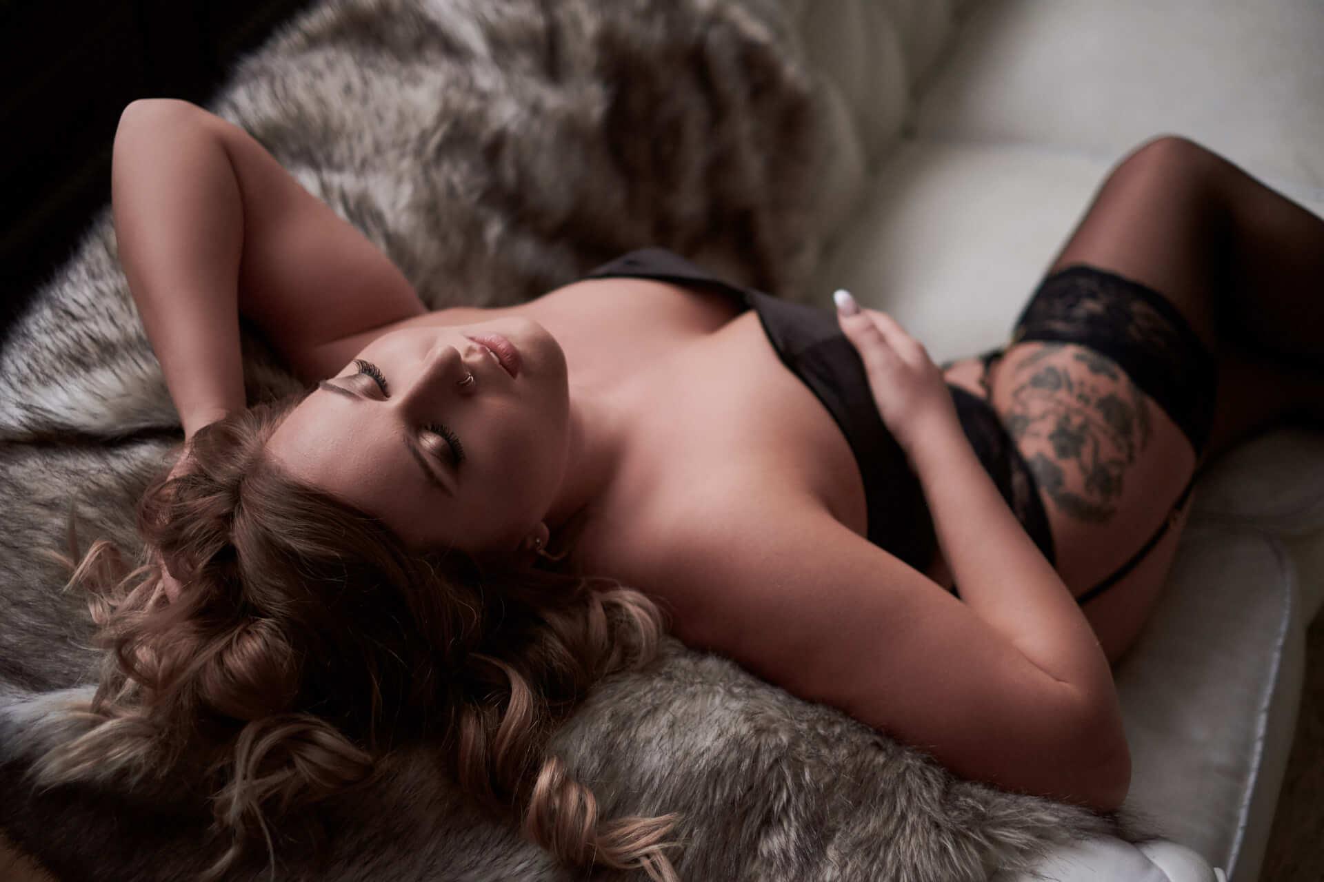 intimate portrait photography, bedroom photography, boudoir toronto, boudoir studio, professional photographer toronto, sexy photos